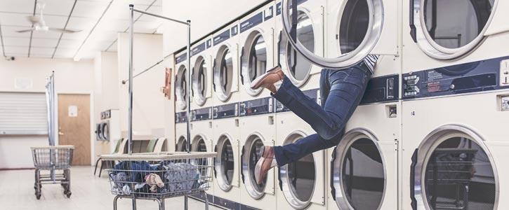 Ihre Waschmaschine stinkt? Stecken Sie nicht den Kopf in den Sand bzw. die Maschine. Hier finden Sie Tipps zur Pflege.